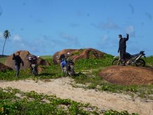 Após o banho de mar de Pitta. Parada para fotos na pedra de baixo